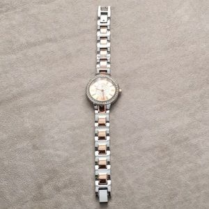 Women's watch. Rosegold and silver with Bling.